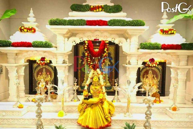 हीरे व सोने-चांदी से सजे अपने घर के मंदिर में खुद मुकेश अंबानी करते हैं पूजा-पाठ, देखें फोटोज