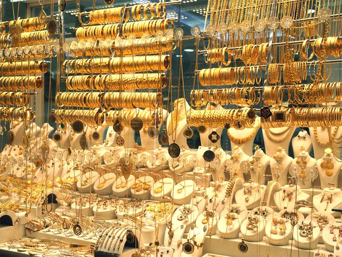 Gold Price: सोने की कीमत में आई अब तक की सबसे बड़ी गिरावट, 9000 रूपये सस्ता मिला रहा है गोल्ड, जानिए नई कीमत