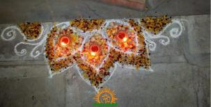 diwali rangoli design carner with diyas