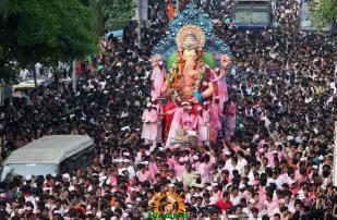 Lalbaugcha Raja 2013 Visarjan procession