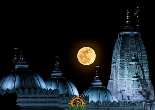 Moonrise at Temple