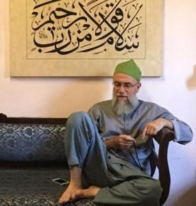 Scheich Muhammad auf Sofa