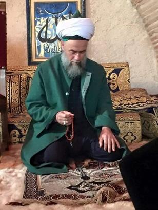 Scheich Muhammad mit Gebetskette