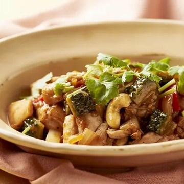夏野菜と鶏肉のナッツ炒め