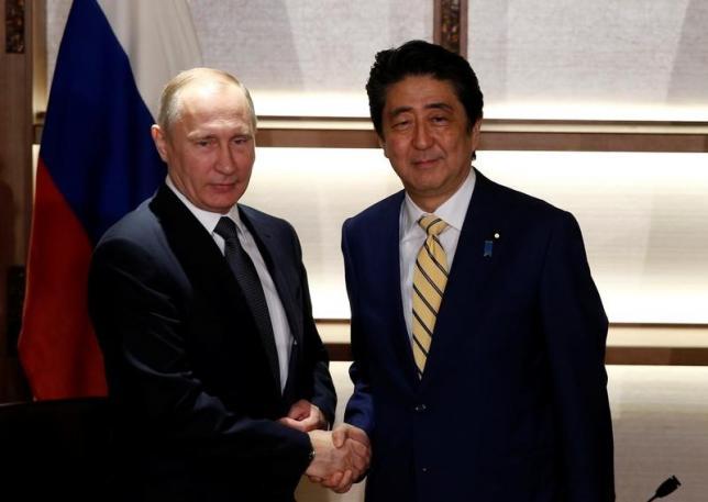 「平和条約締結後の歯舞、色丹の引き渡しを明記した日ソ共同宣言には主権を返すとは書いてない」とプーチン氏は理解…安倍首相が明かす