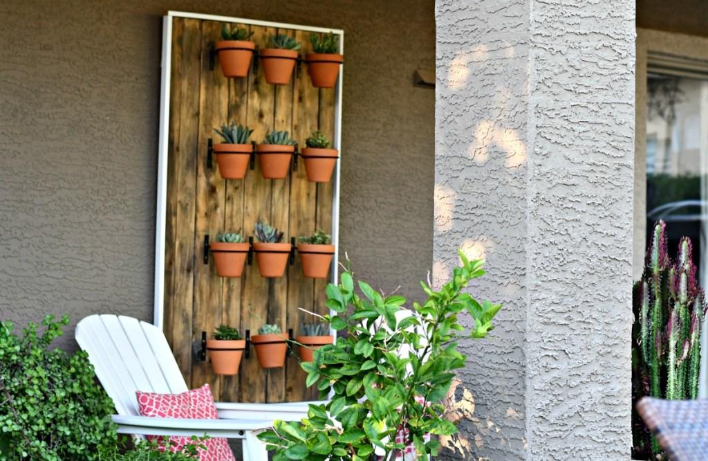 DIY backyard succulent wall hanging