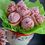 Make A Cupcake Bouquet In 15 Minutes Yummy Diy Gift Idea Hip2save