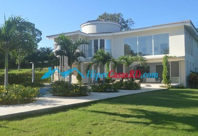Hermosa villa de venta en Sosua