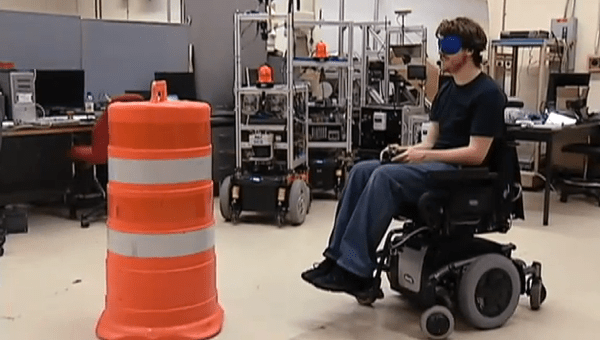 Silla de ruedas inteligente con sensores controlada por un for Sillas para jugar xbox