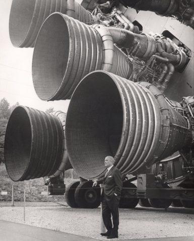 S-IC_engines_and_Von_Braun