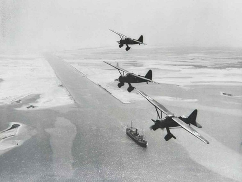 Westland-Lysanders-over-the-Suez-canal