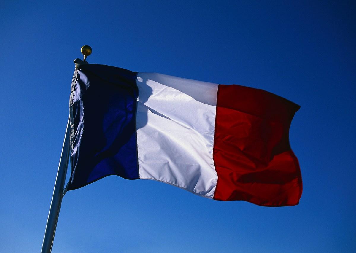 P2P: Francia cambiará Hadopi por una multa de 140 euros por descarga