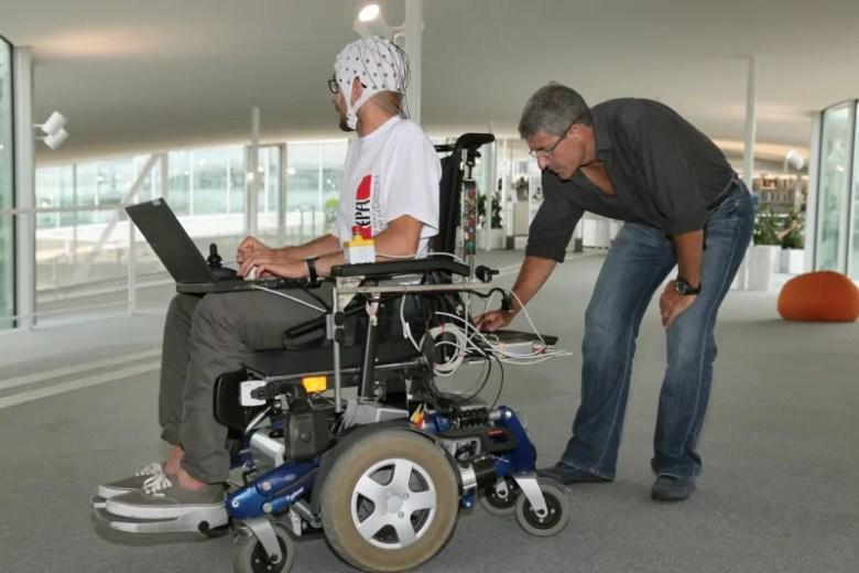 Silla de ruedas controlada por el cerebro - EPFL - Control por ondas cerebrales