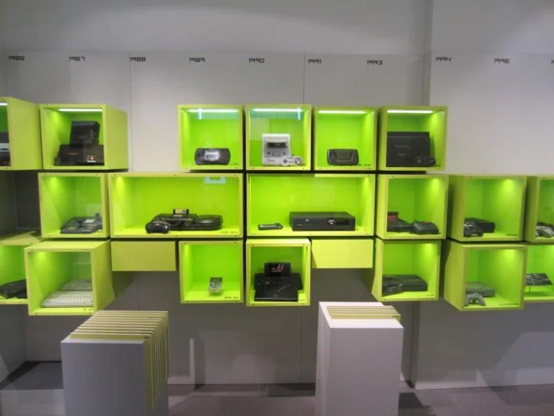 Computerspielemuseum Berlin - Pared de la fama consolas de videojuegos - 10 lugares para geeks que deberías visitar