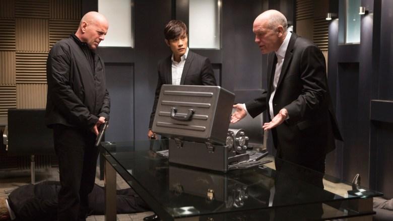 Bruce Willis, Lee Byung-hun y John Malkovich en RED 2