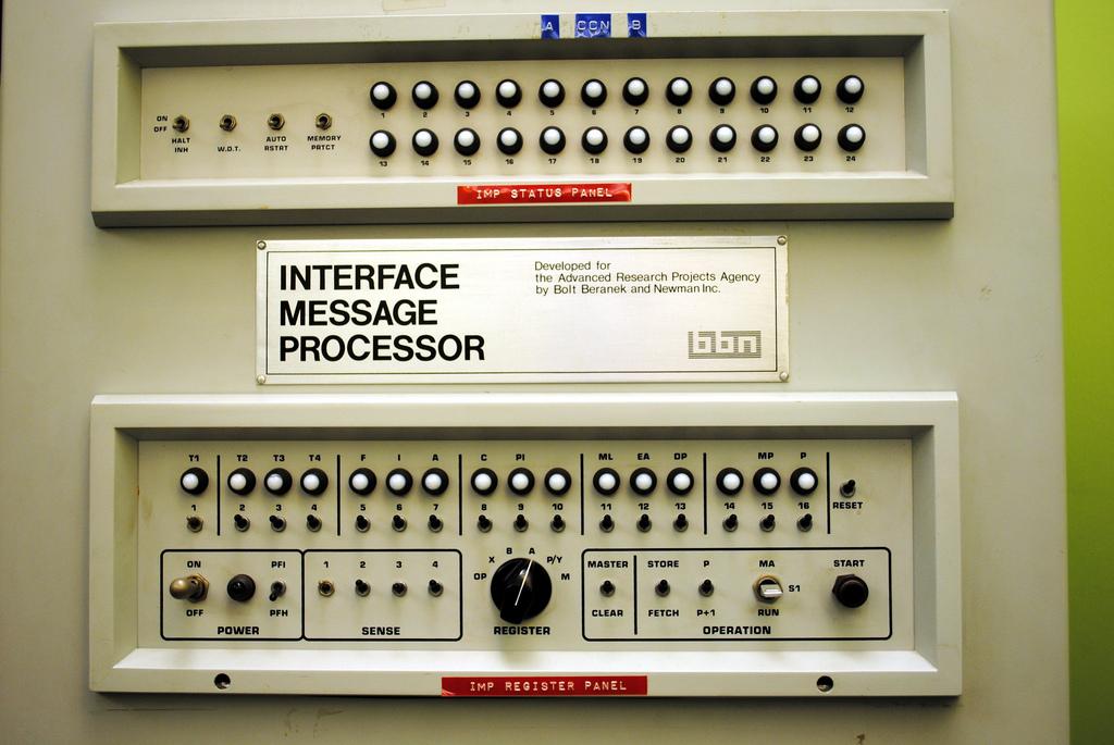 Primer Router de ARPANET - detalle