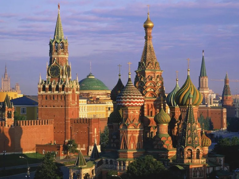 Palacio del Kremlin. [Fuente](http://www.lucysflowers.org/portfolio/floral-event-design/unesco-moscow-kremlin).