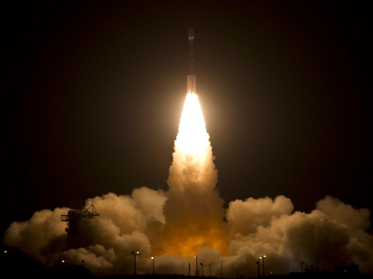 Cohete Delta II despegando.