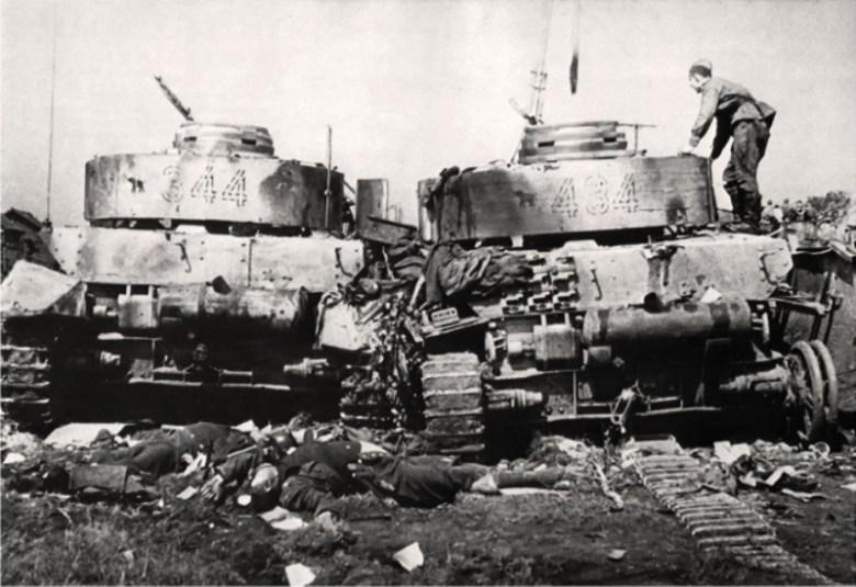 2 tanques Panzer IV de la 20º División Panzer. <a href=