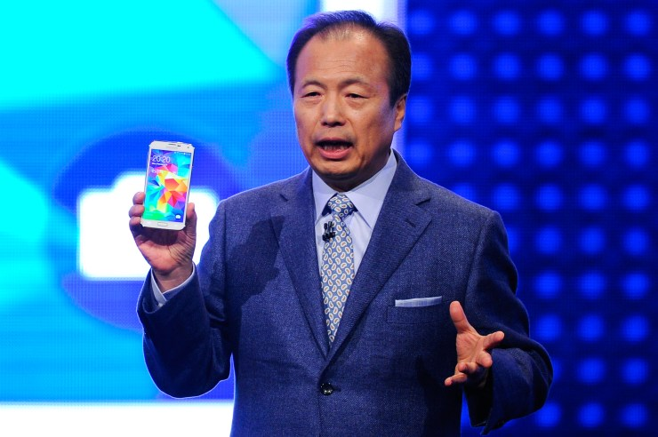 Samsung Presents New Divice at Mobile World Congress 2014