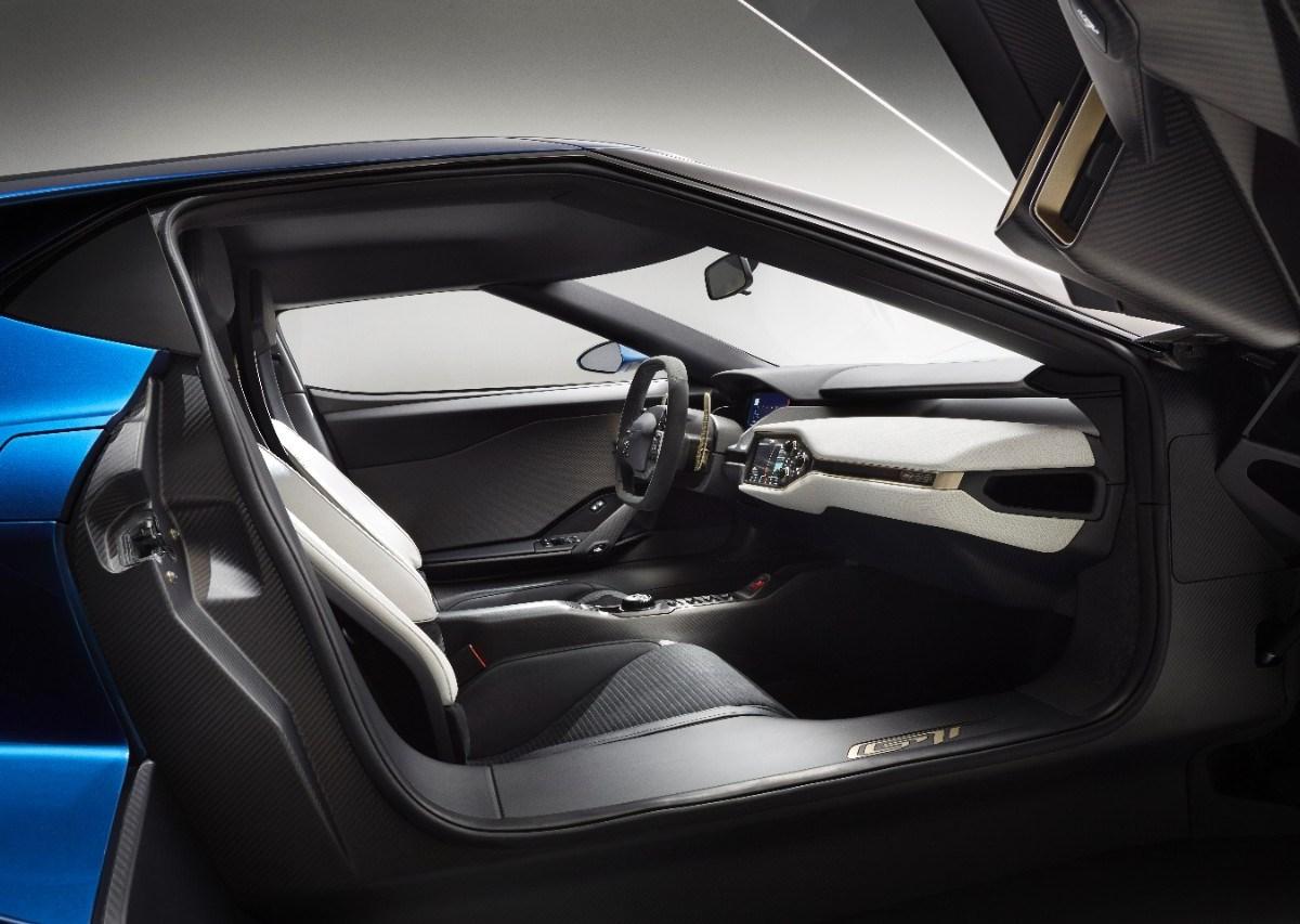 interior del Ford GT