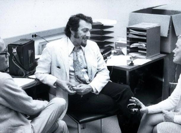 Philip Zimbardo días antes del comienzo del experimento. Foto de Philip Zimbardo, vía <a href=