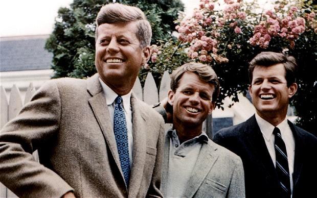 John, Robert y Edward Kennedy, en 1960. Fuente: Telegraph.