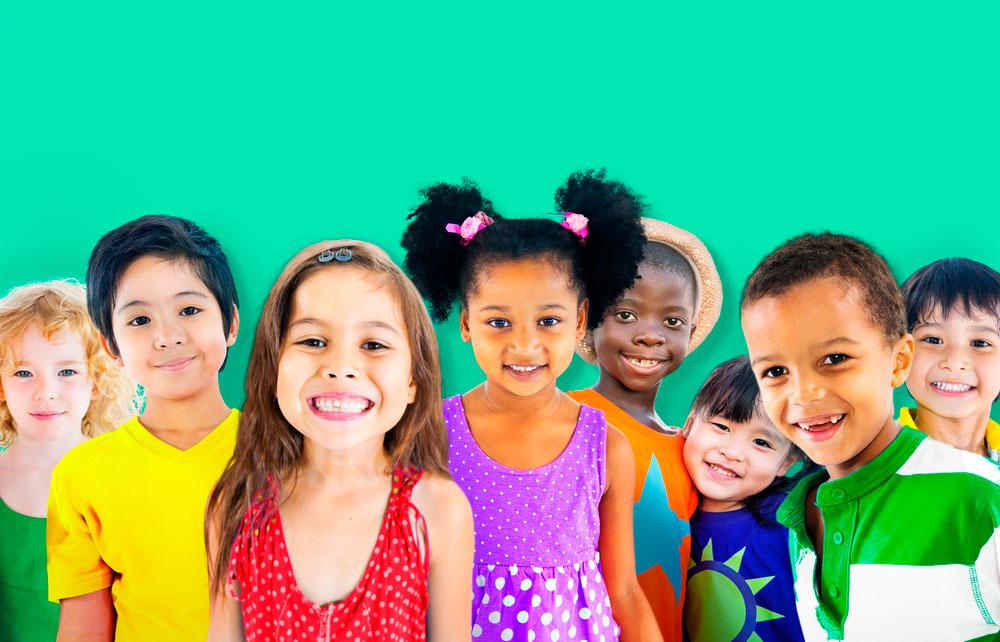 niños felices sin materialismo