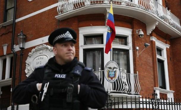 Fachada de la embajada de Ecuador en Londres