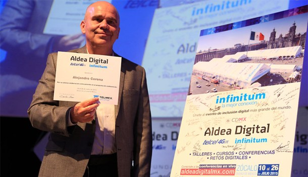 Alejandro Corona durante su sesión sobre emprendimiento en Aldea Digital