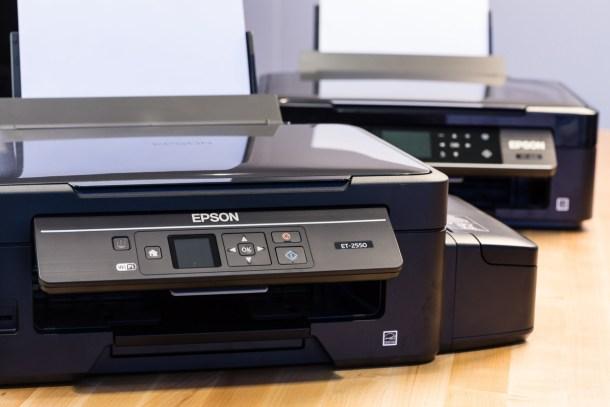 Epson ET-2550, izquierda, y XP-420 a la derecha. Foto del WSJ.