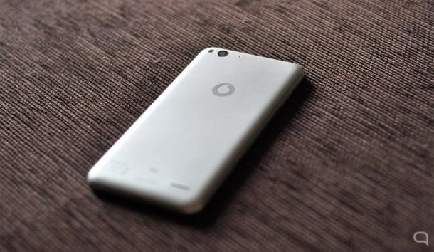 Un diseño genérico y plano que recuerda al del iPhone 6.