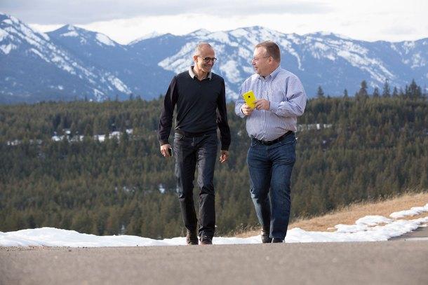 Satya Nadella y Stephen Elop, tras la compra de Nokia Lumia a Microsoft.