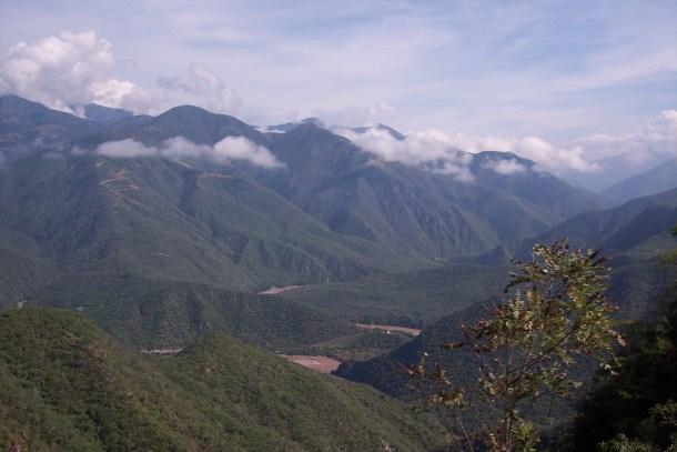 «Sierra Madre Occidental» por Christian Frausto Bernal - originally posted to Flickr as Sierra Madre Occidental. Disponible bajo la licencia CC BY-SA 2.0 vía Wikimedia Commons.