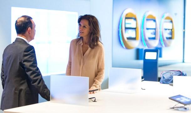 Oficina de CaixaBank en Barcelona equipadas con nuevas tecnologías.