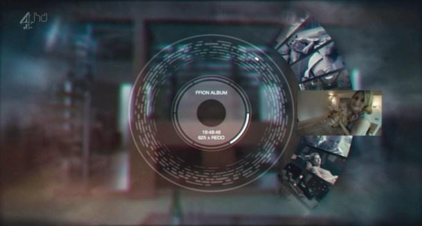 """En """"The Entire History of you"""" de Black Mirror, se cuenta cómo sería integrar un dispositivo que lo grabase y almacenase todo sobre nuestra vida, con vistas a verse en el futuro."""