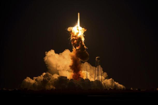 El cohete Antares, de la Orbital Sciences Corporation  con la nave espacial Cygnus bordo. Reuters | NASA | Joel Kowsky.