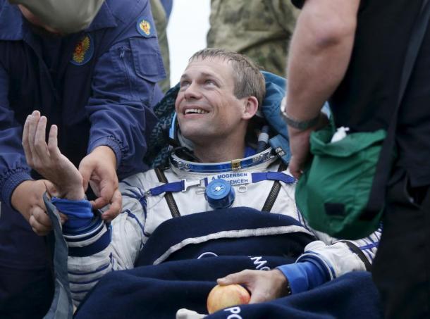 El astronauta danés Andreas Mogensen vuelve a la Tierra tras 879 días en la Estación Espacial Internacional. Reuters | Yuri Kochetkov | Pool