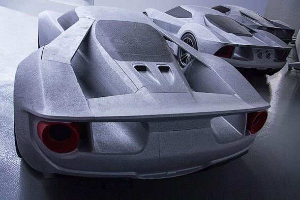 Tres de los prototipos hechos de espuma de poliestireno todavía se encuentran en el estudio. Muestran la progresión del diseño del GT.