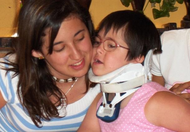 Rocío con su hermana, Beatriz.