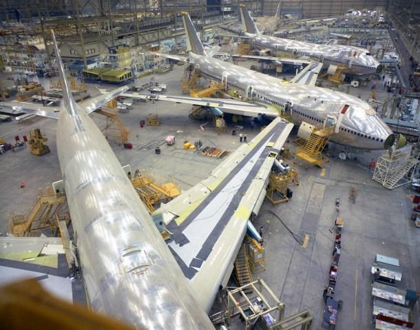 Los primeros 747 en la planta de Everett. Boeing.