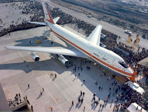 Prototipo original Boeing 747 saliendo planta de Everett para pruebas en 1969. Boeing.