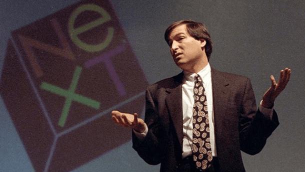 Tras ser relegado del proyecto Mac. Steve Jobs abandona Apple y funda NeXT.