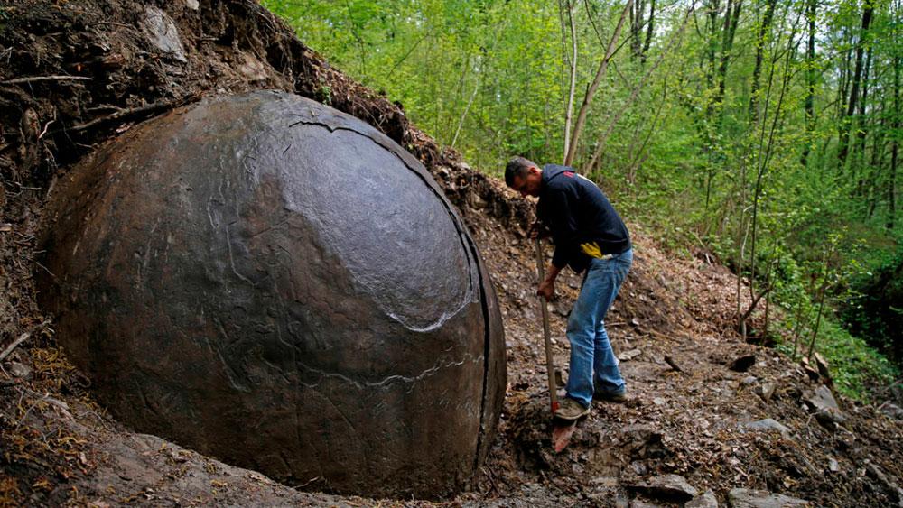 roca esférica bosnia