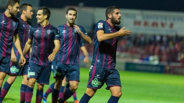 Fran en la temporada actual, jugando con el Huesca. Imagen: S.D. Huesca.