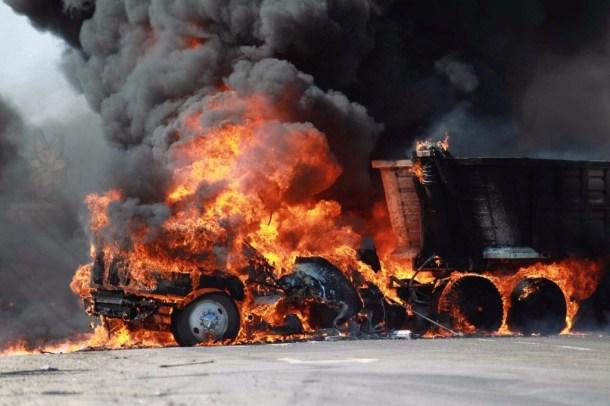 Violencia callejera en Mexico 09 llamas