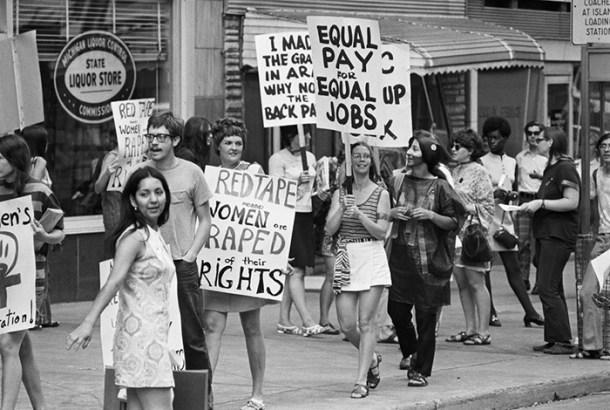 La Women's Liberation Coalition marcha por el pago igualitario, 1970
