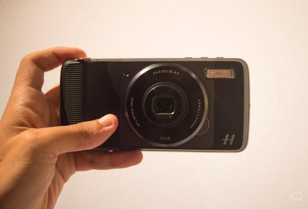 El mod de cámara Hasselblad aporta relevancia a este gama media, pero hablamos de 300€ por un accesorio.