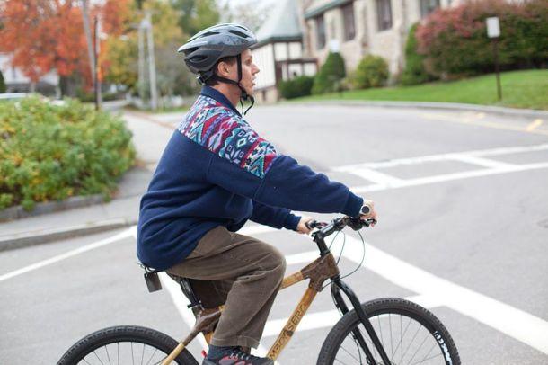 Incluso es odiado por los conductores de la zona como cualquier otro ciclista.