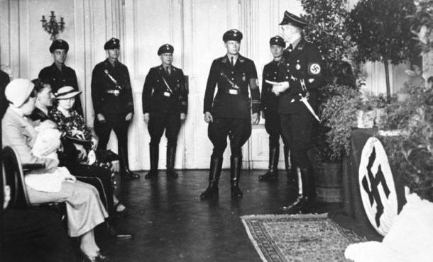 Bautizo nazi de un niño de Lebensborn.